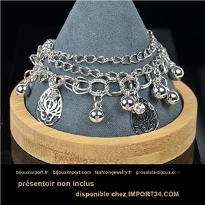 Pretty multirang charms bracelet set with high-shine rhinestones in silver metal 79081